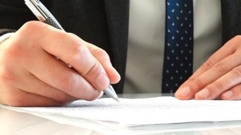 Caso jurisprudencial práctico sobre herencias sin testamento. Imagen de firma