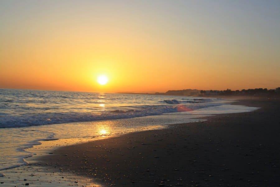 Atardecer en la playa de Coma-ruga. Puesta de sol
