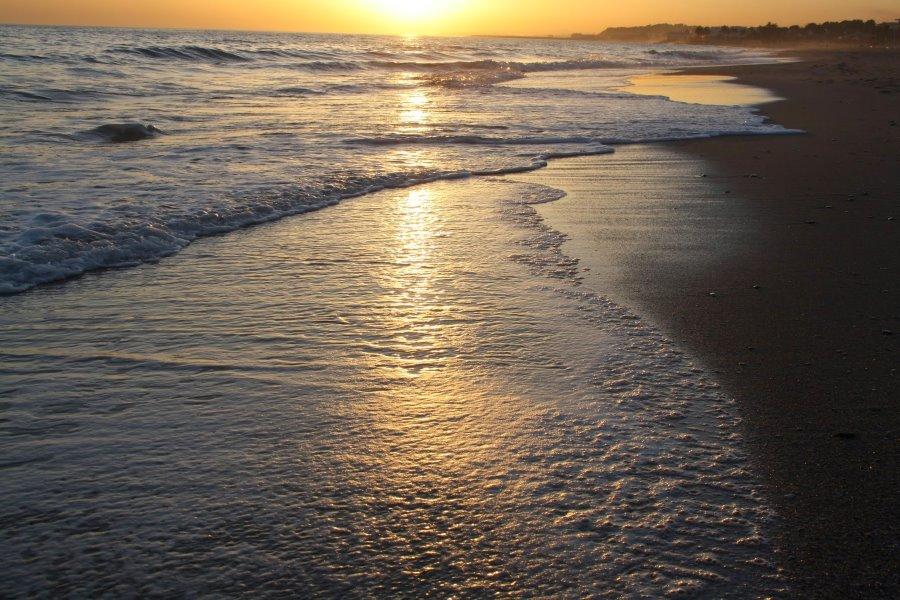 Atardecer en la playa de Coma-ruga. Foto de la playa
